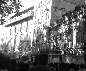Manifestantes por la Av. de Sa Bandeira. 26_10_13
