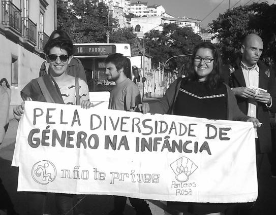 Un grupo de la ciudad reivindicando la diversidad de género en la infancia. 26_10_13